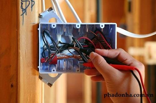 Cách lắp hệ thống điện khi sửa chữa nhà