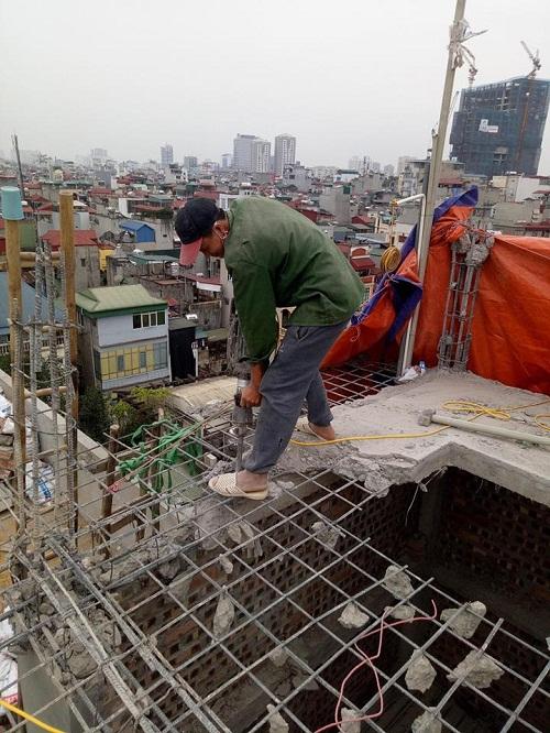 Phá dỡ bê tông tại ngõ 196 Bạch Mai, Hà Nội