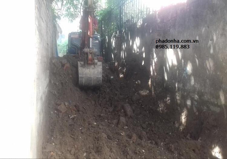 Xử lý như thế nào khi đào móng nhà gặp trời mưa?